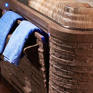 Strong Spas Hot Tub With Towels